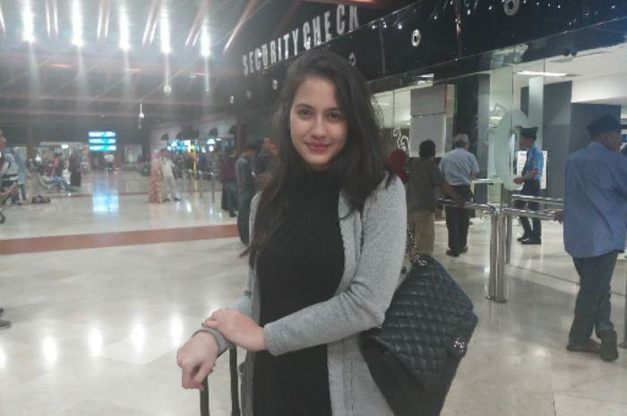 Pevita Pearce saat berada di bandara Soekarno Hatta, Rabu (11/7/2018), untuk berangkat ke Montreal, Kanada.
