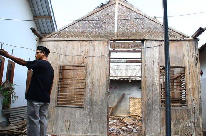 Rumah Zohri direnovasi.