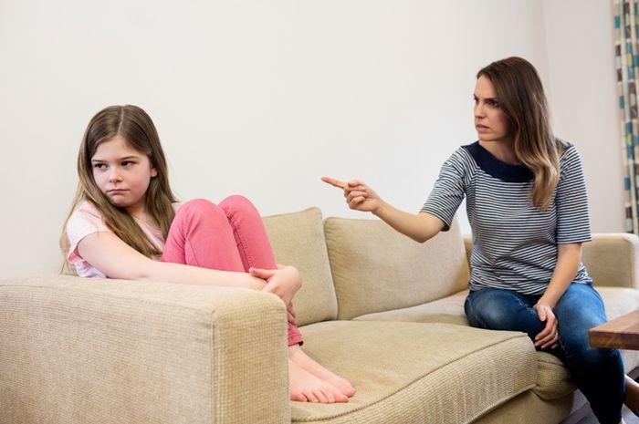 Membentak anak agar disiplin sama dengan memukulnya