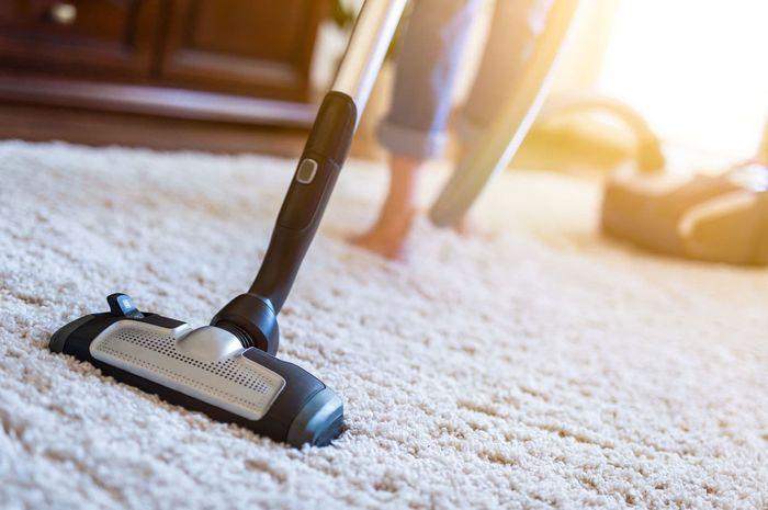 karpet sedang dibersihkan