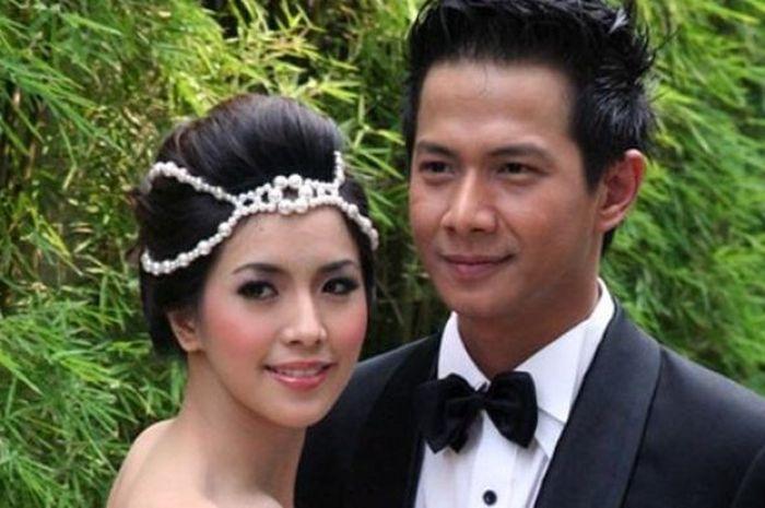 Kilas Balik 7 Tahun Perjalanan Cinta Delon dan Yeslin Wang Hingga ... b34164ca72