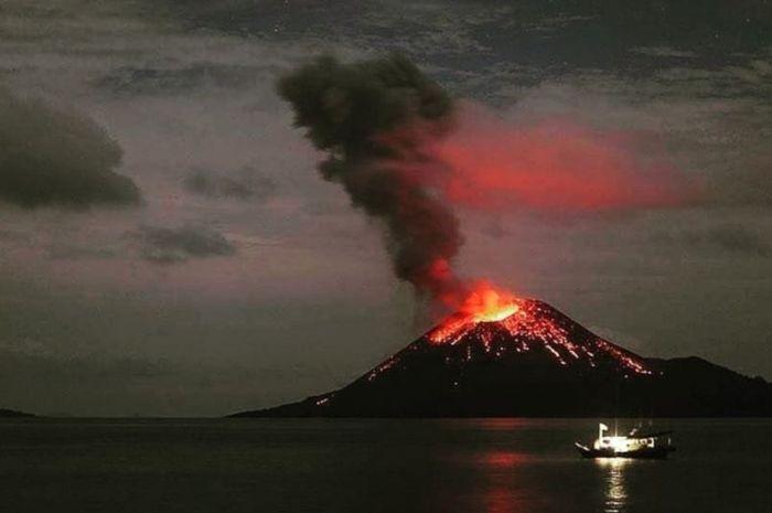 Gunung Anak Krakatau Tumbuh 4 Meter Per Tahun, Apakah Letusannya Akan Lebih Besar dari Gunung Krakatau Tahun 1883? Berikut Jawaban BNPB