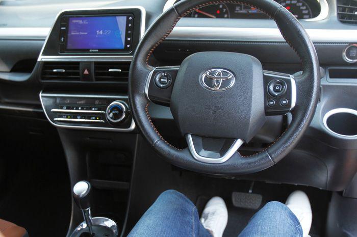 Inilah 3 jenis model alas kaki yang nyaman digunakan saat menyetir mobil.