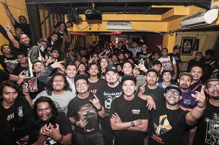 Suasana setelah screening Adrenalin Merusuh di Borneo Beer House