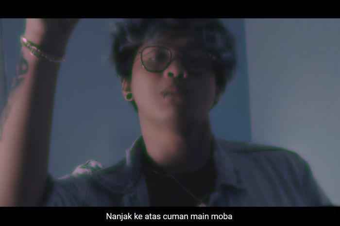 Cuplikan video klip Hipokrit dari Ericko Lim