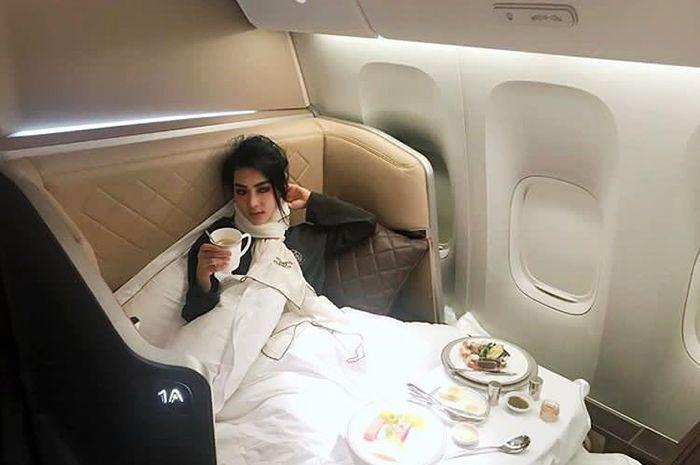 Single Tapi Kaya Raya! Di Pesawat Saja, Syahrini Punya Ruang Makan dan Ruang Tidur Terpisah!
