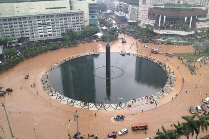 banjir bundaran HI tahun 2013