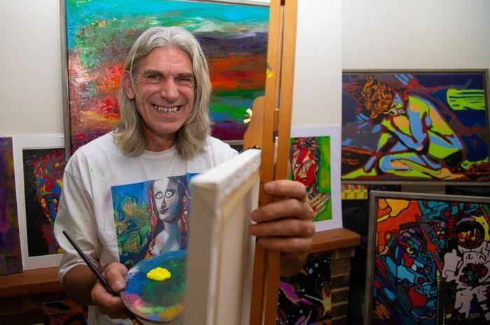 Pria yang memiliki bakat melukis setelah stroke