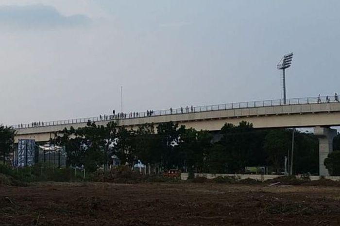 Penumpang LRT Palembang.