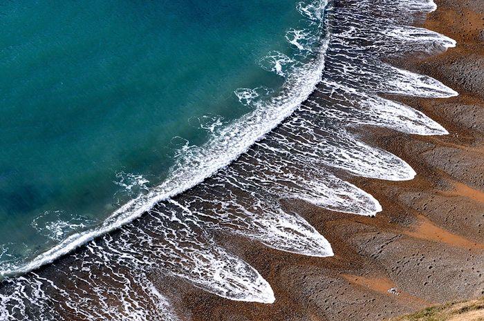 Beach Cusps di Pantai Dorset, Inggris.
