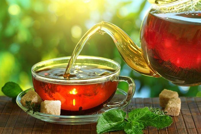 Dampak minum teh di pagi hari saat perut kosong