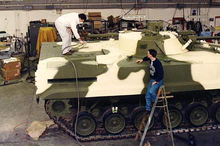 Proses modifikasi tank M60A3 mnejadi BMP-3