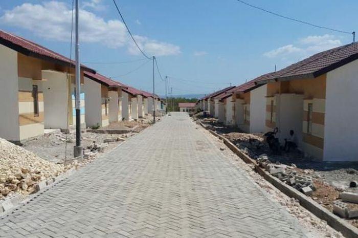 Perumahan untuk masyarakat berpenghasilan rendah (MBR), Gemstone Regency, yang dikembangkan oleh PT Charson Timorland Estate. Lokasinya berada di Kecamatan Alak, Kota Kupang, Nusa Tenggara Timur.