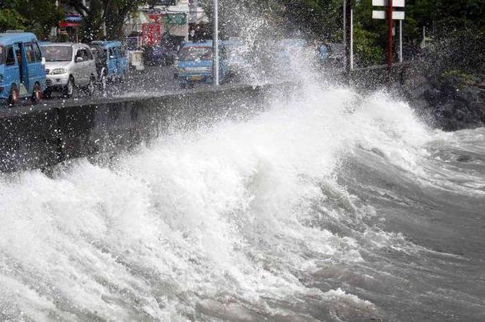 Gelombang tinggi diprediksi akan terjadi di sejumlah perariran Indonesia dari 15 sampai 18 Agustus.