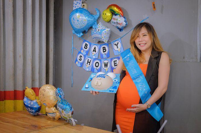 Cherly Juno saat acara baby shower kehamilan pertamanya
