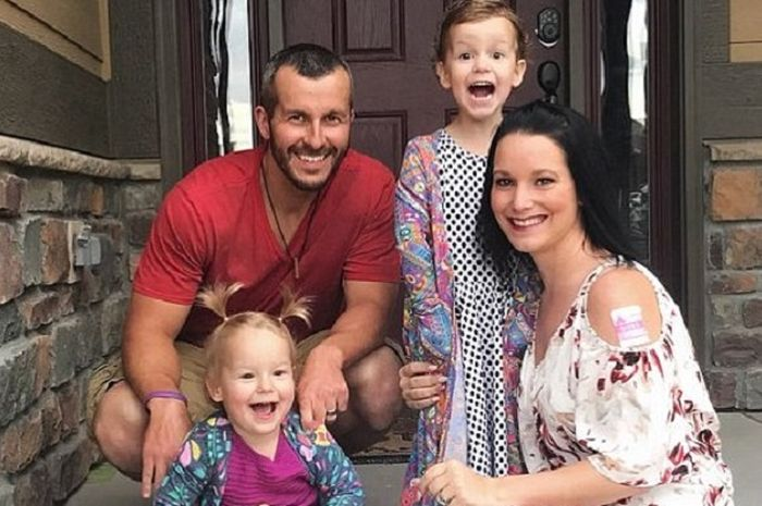 Ayah membunuh istri yang hamil dan anak-anaknya.