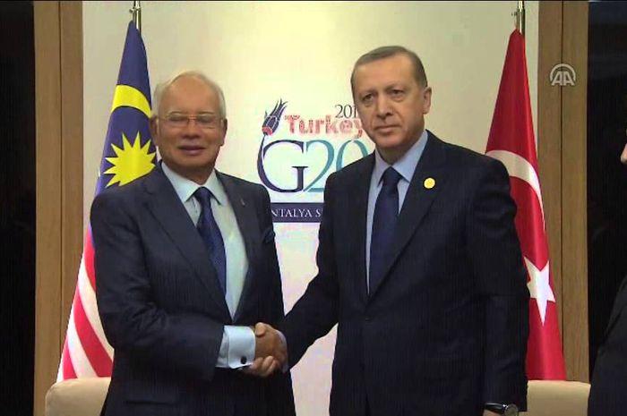 Najib Razak (Kiri) dan Presiden Erdogan (Kanan)