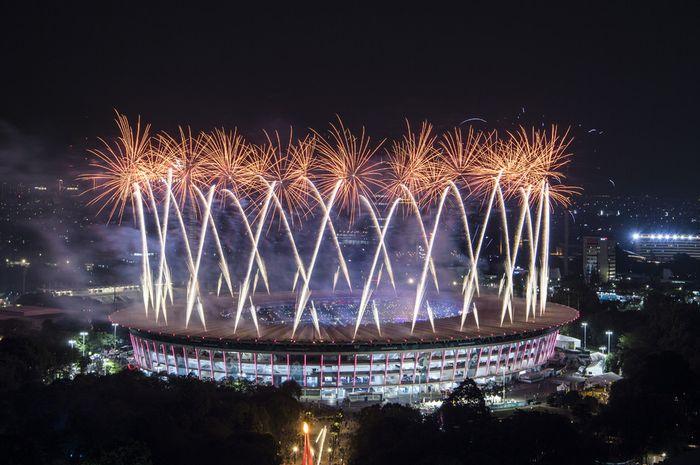 Pesta kembang api pada Upacara Pembukaan Asian Games ke-18 Tahun 2018 di Stadion Utama GBK, Senayan,