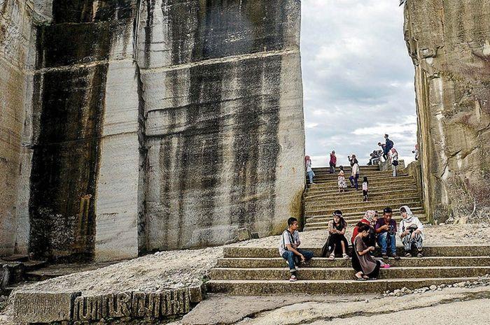 wisata batu breksi jogja Wisata Kekinian Tebing Breksi Saksi Kebesaran Tambang Di