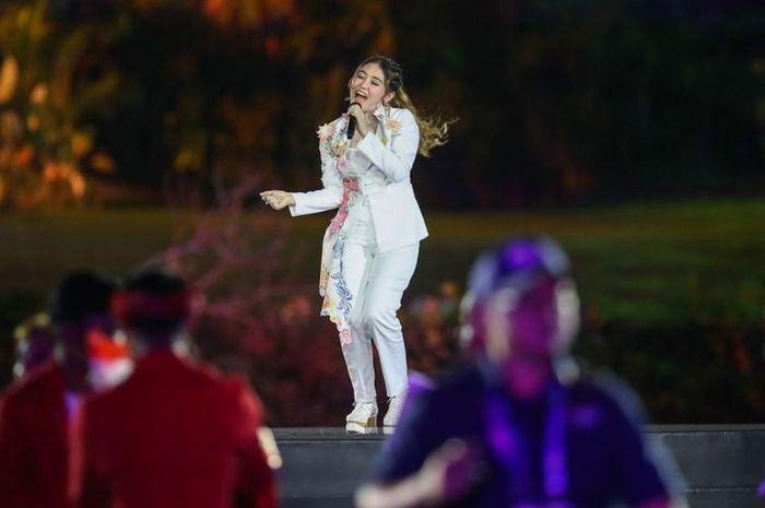 Via Vallen saat tampil di Pembukaan Asian Games 2018.