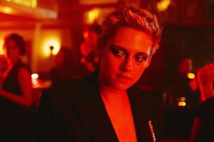 Kristen Stewart dalam video klip lagu 'If You Really Love Nothing' dari Interpol