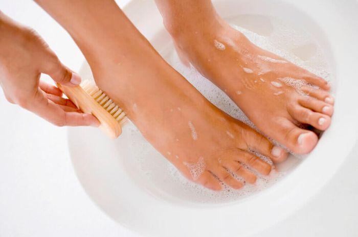 Bersihkan kaki