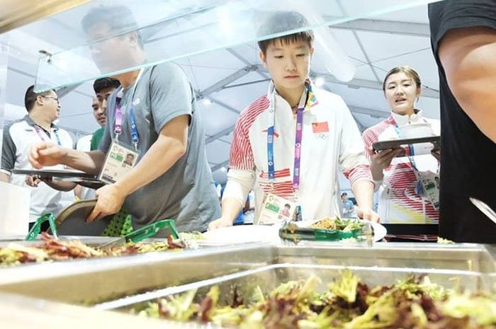 Atlet Asian Games sedang makan