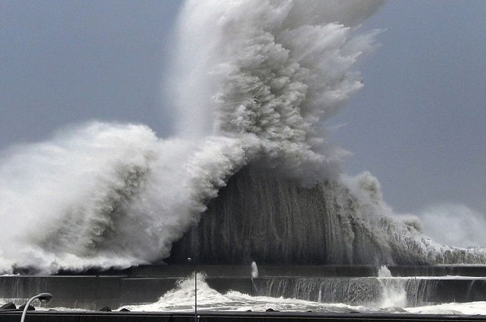 Angin topan di Jepang.