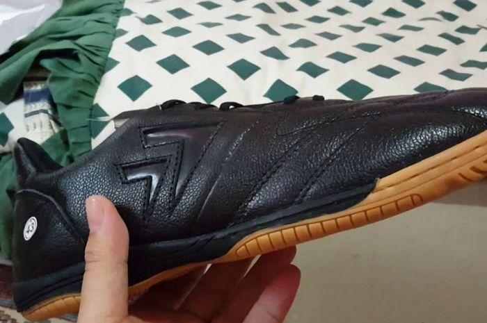 Ilustrasi membeli sepatu
