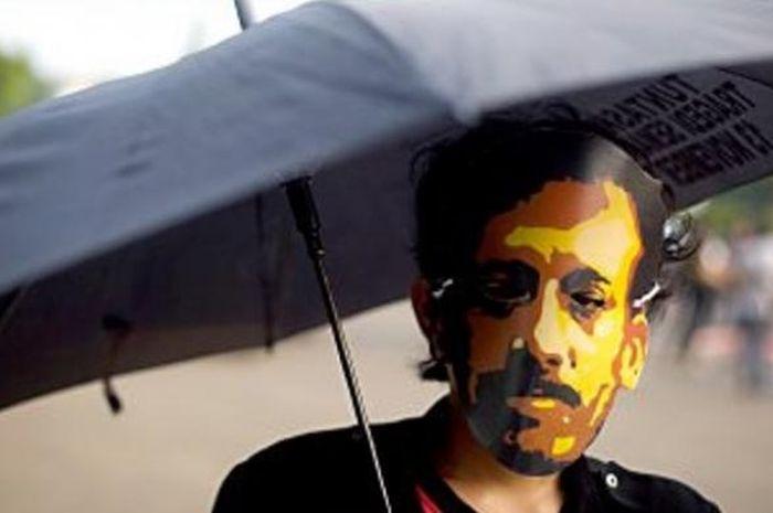 Aktivis Jaringan Solidaritas Korban untuk Keadilan mengenang 10 Tahun Kasus Munir dalam aksi Kamisan di Istana Negara, Kamis (4/9/2014).