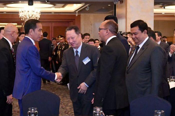 Presiden Joko Widodo saat bertemu para pimpinan perusahaan besar asal Korea Selatan di Seoul, Senin.