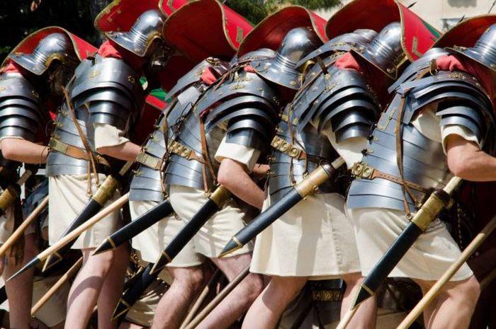 Orang-orang Romawi memiliki dinamika militer dan politik yang inovatif