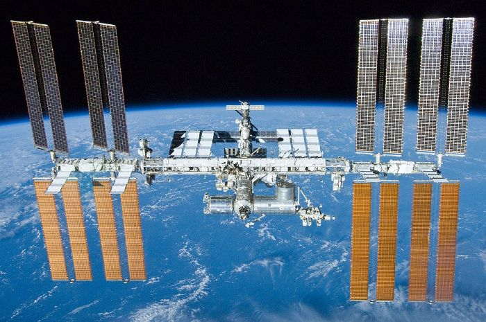 Stasiun Luar Angkasa Internasional (ISS) melintas di langit Indonesia.