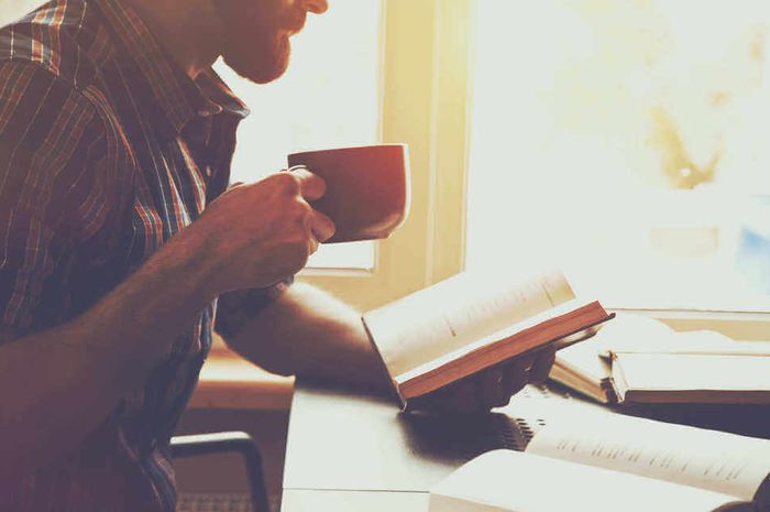 Membaca buku memiliki banyak anfaat