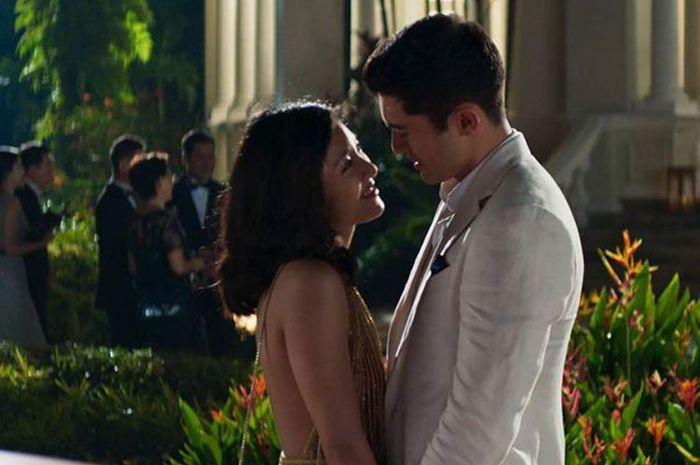 Constance Wu dan Henry Golding dalam film Crazy Rich Asians karya sutradara John M Chu