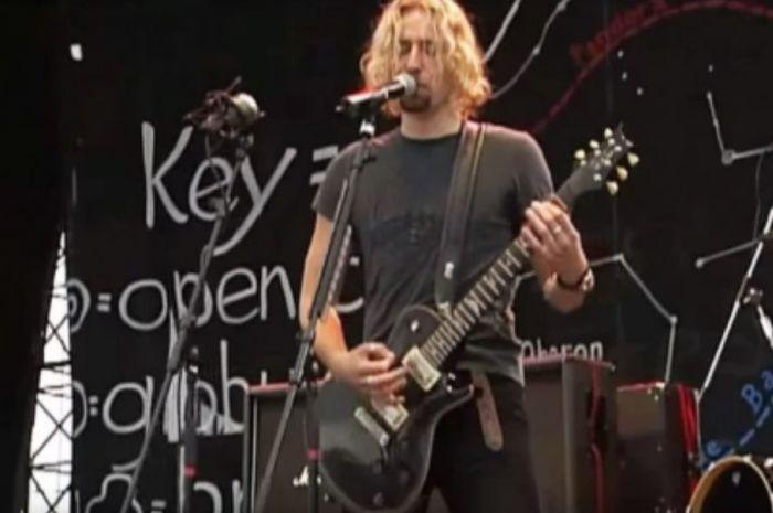 Nickelback bawakan lagu