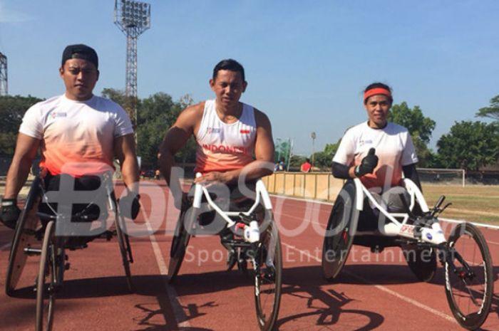 Doni Yulianto, Jaenal Aripin, dan Maria Goreti Samiati, tiga atlet atletik balap kursi roda Indonesia untuk Asian Para Games 2018 yang berlatih di Stadion Sriwedari, Solo, Kamis (6/9/2018).