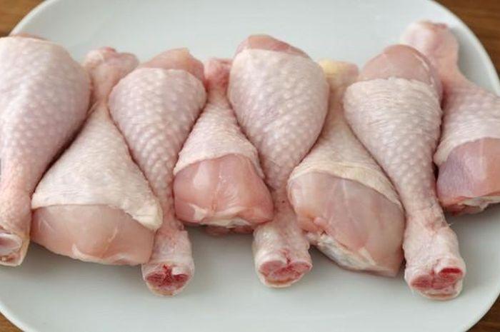 mengapa daging ayam brooiler warnanya pucat