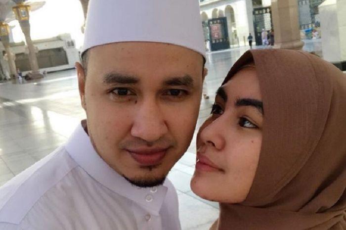 Kartika Putri dan sang suami.