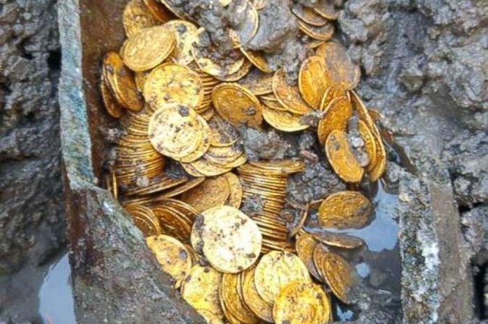 Koin emas peninggalan Romawi yang ditemukan di Italia.