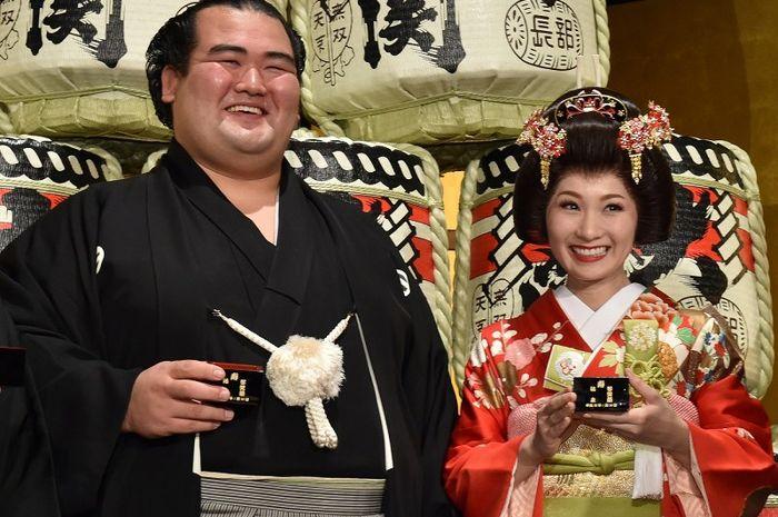hidup mewah dan punya istri cantik, begini fakta pesumo Jepang