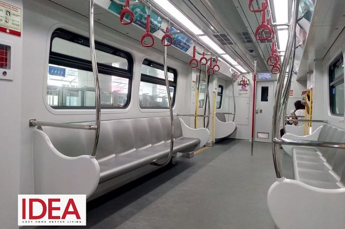 Gerbong LRT Jakarta yang melayani rute Velodrome hingga Kelapa Gading