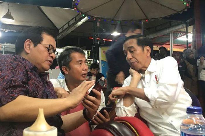 Selain Jokowi, ada sosok Presiden yang juga suka makan di pinggir jalan