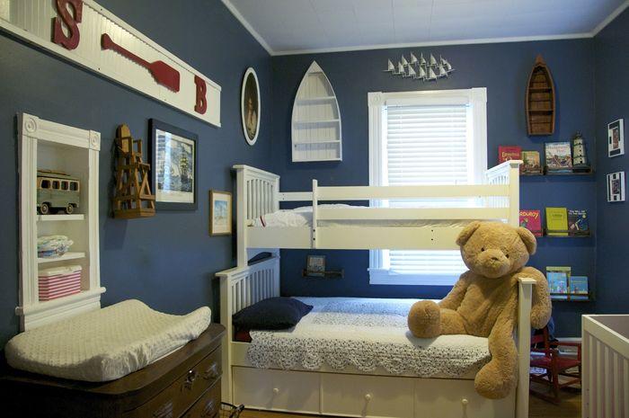 Kamar tidur anak nuansa biru tua
