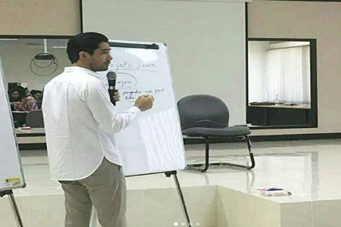 Reza Rahadian jadi pengajar di UI