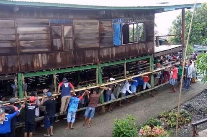 Mappalette Bola, tradisi memindahkan rumah suku Bugis