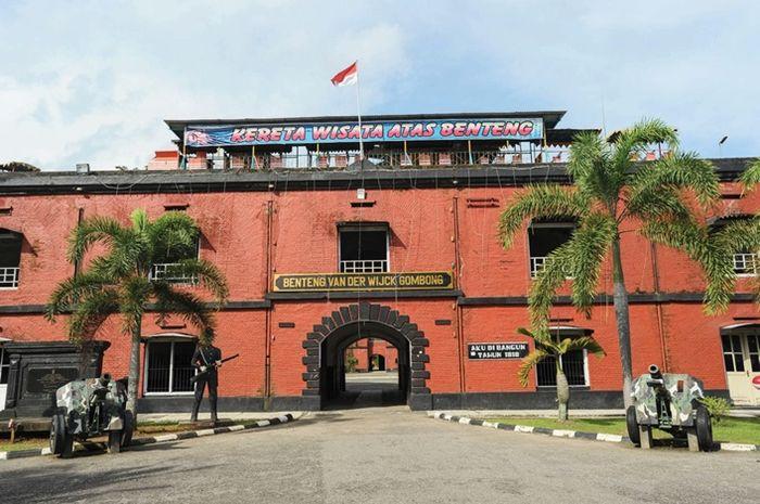 Tampak depan benteng Van Der Wijck Gombong, Jawa Tengah