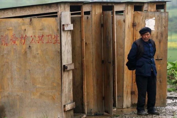 Toilet umum di China diperbaiki