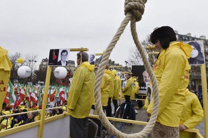 Eksekusi hukuman gantung bagi koruptor di China.