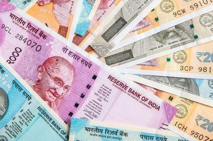 Rupee India jatuh lebih dari 13% terhadap dolar AS tahun ini